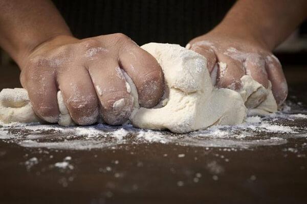 cách làm bánh mì nho nóng thơm ngon