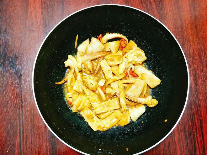 Cách làm món ăn Mực xào cà ri cay ngon