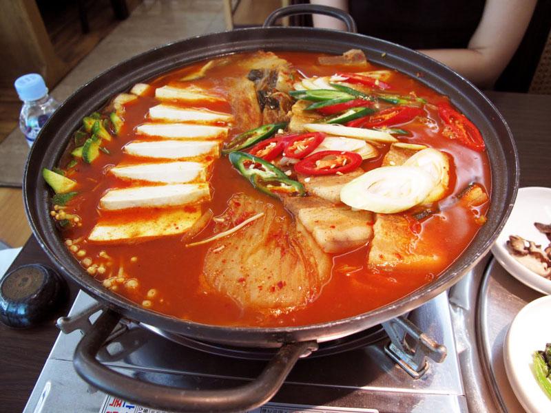Cách nấu lẩu kim chi ngon