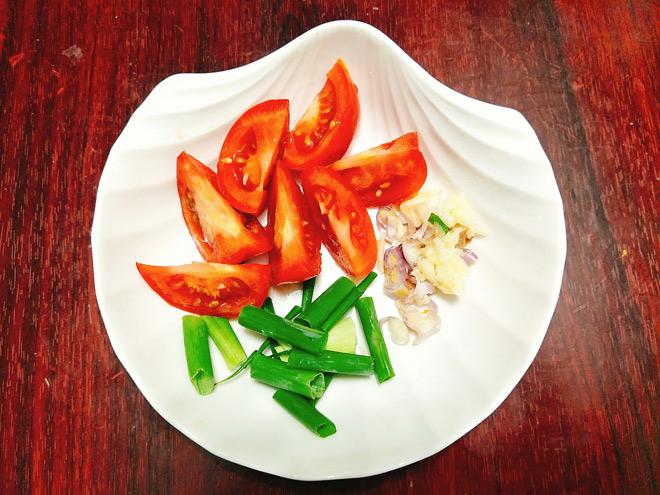 Cách làm dồi trường xào dưa chua ngon