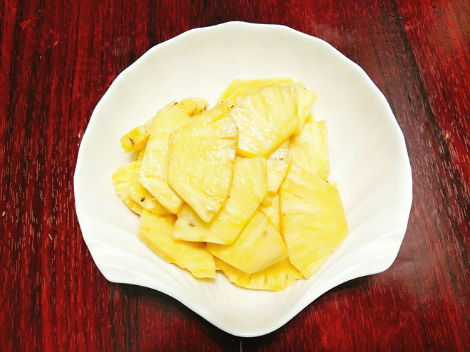 Cách làm mực xào dứa chua ngọt