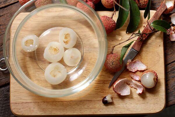 công thức cách pha chế nước uống Lychee martini trái vãi
