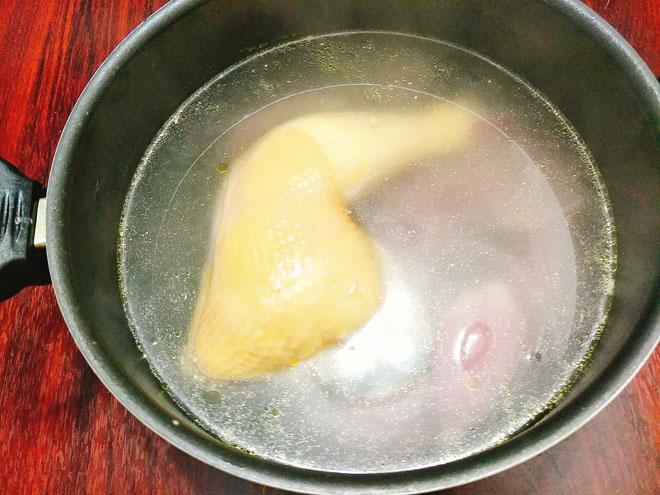 Cách nấu cháo gà hạt sen siêu ngon
