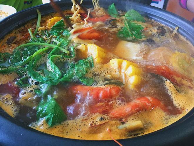 Cách nấu lẩu thái thập cẩm chua cay ngon