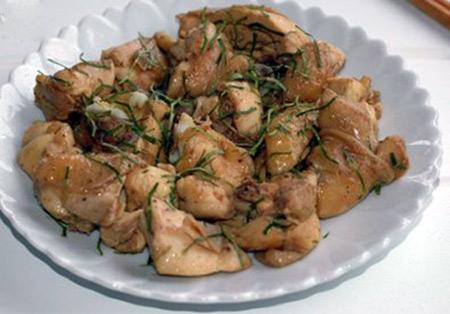 Cách làm thịt gà rang lá chanh ngon