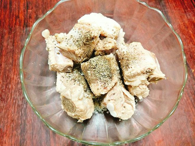 Cách làm cho món sườn kho tiêu tại nhà