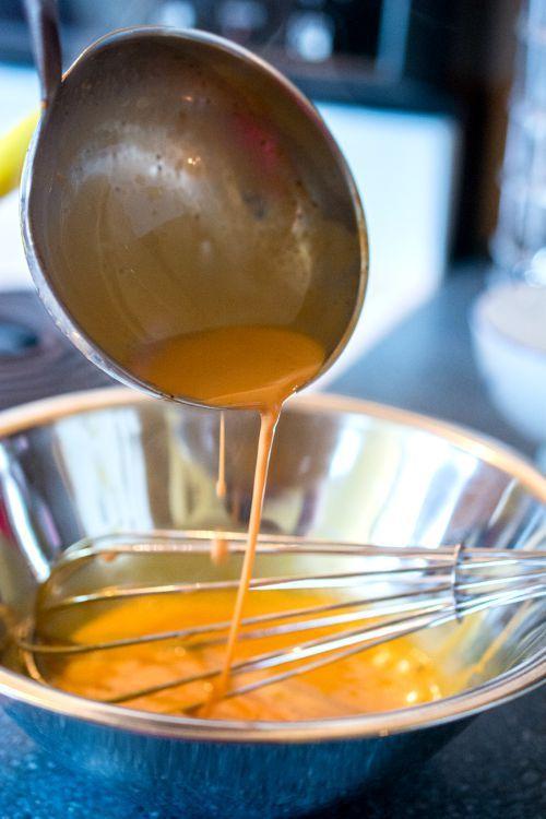 Cách làm món kem vị trà Thái đơn giản