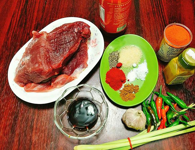 Cách làm thịt lợn xé cay ngon đơn giản