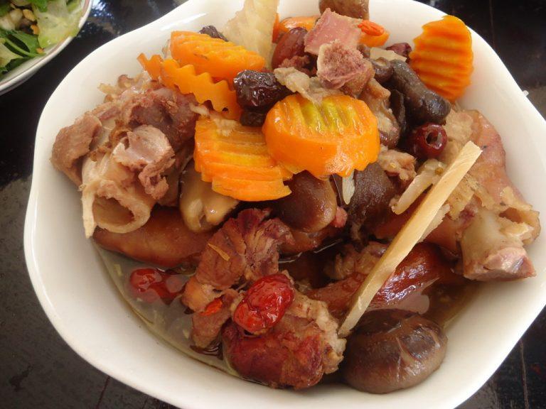 Cách làm món thịt lợn hầm thuốc bắc